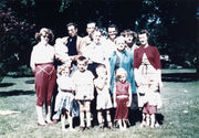Nettie with her children and grand-children 1954