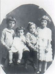 Younger Daniels children (about 1923): Bob, Alice, Bill, and Laura