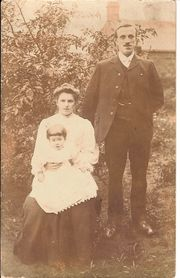 Lilllie with husband John Howard and daughter Katheleen c1908 courtesy of Margaret Lindley